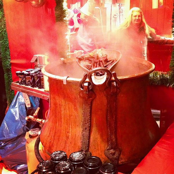 Feuerzangenbowle (fire-tongs punch), old school style at Kulturbrauerei Christmas market #Berlin