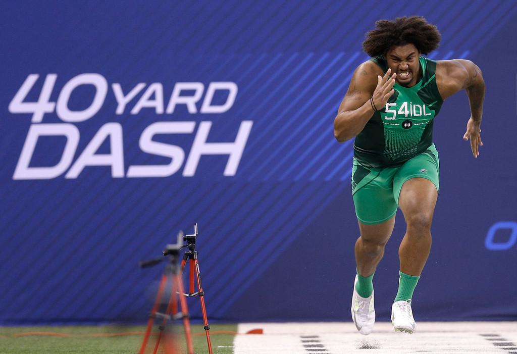 . USC defensive lineman Leonard Williams runs the 40-yard dash at the NFL football scouting combine in Indianapolis, Sunday, Feb. 22, 2015. (AP Photo/David J. Phillip)