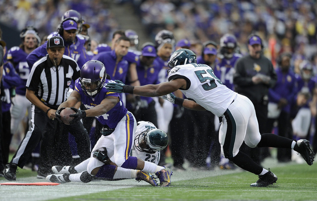 . Brandon Boykin #22 and DeMeco Ryans #59 of the Philadelphia Eagles tackle Cordarrelle Patterson #84 of the Minnesota Vikings during the second quarter of the game on December 15, 2013 at Mall of America Field at the Hubert H. Humphrey Metrodome in Minneapolis, Minnesota. (Photo by Hannah Foslien/Getty Images)