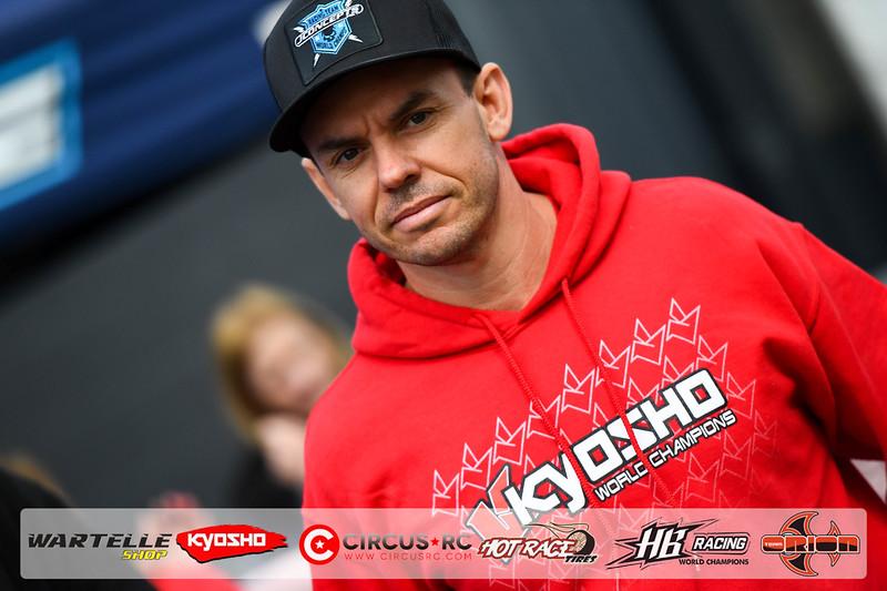 neo race track pits56.jpg