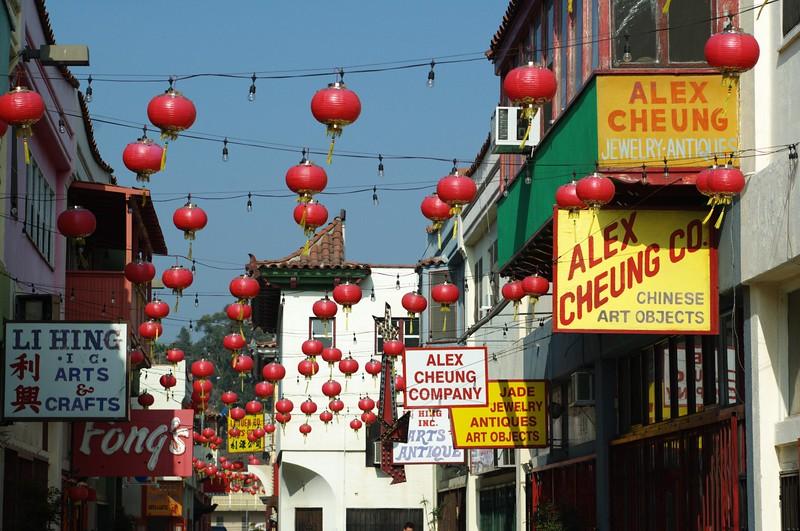 ChinatownWestPlaza015-SignsAndDecorations-2006-10-25.jpg