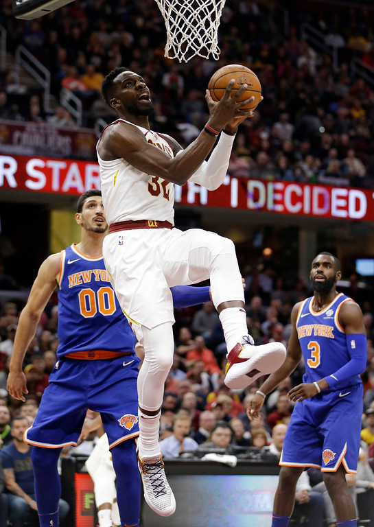 . Cleveland Cavaliers\' Jeff Green (32) drives to the basket against New York Knicks\' Enes Kanter (00) in the first half of an NBA basketball game, Sunday, Oct. 29, 2017, in Cleveland. (AP Photo/Tony Dejak)
