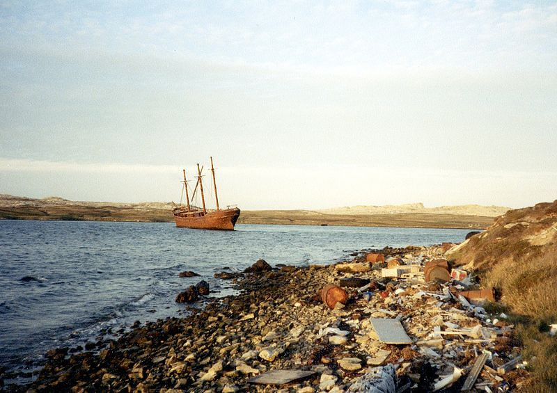 800px-The_'Lady_Elizabeth'_in_Stanley_Harbour_Falklands_1984.jpg