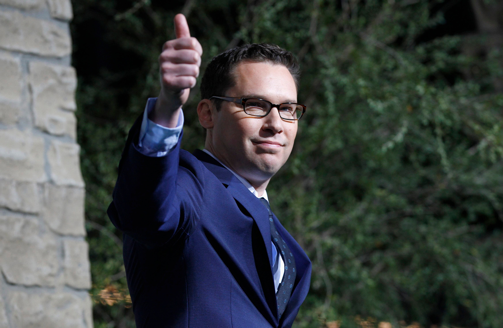 ". Director of the movie Bryan Singer gestures at the premiere of ""Jack the Giant Slayer\"" in Hollywood, California February 26, 2013. The movie opens in the U.S. on March 1.  REUTERS/Mario Anzuoni"