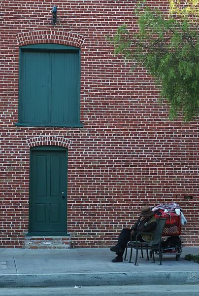 Firehouse011-HomelessManOnSouthSide-2006-11-13.jpg