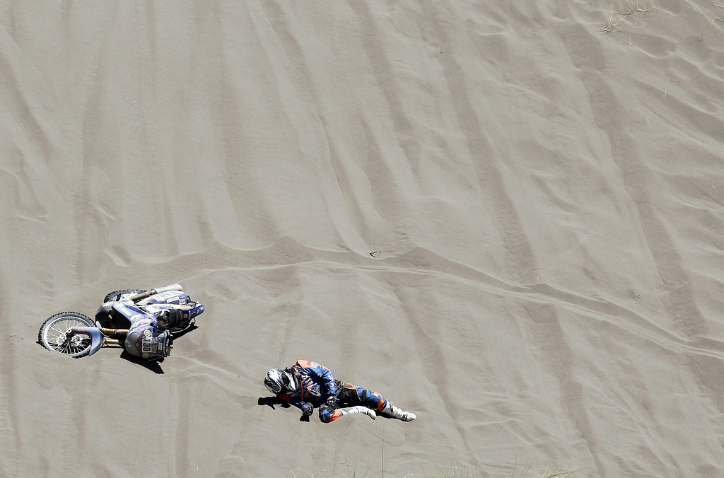. French Gilles Gard falls off his bike during the second stage of the Rally Dakar 2014 between the Argentinean localities of San Luis and San Rafael, 06 January 2014. Rally Dakar will run between 4 and 18 January across Argentina, Bolivia and Chile.  EPA/Felipe Trueba