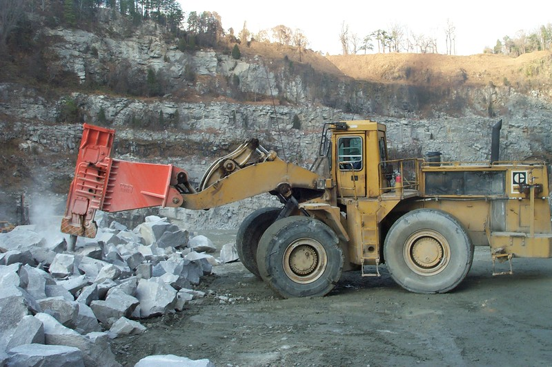 NPK E225 hydraulic hammer on Cat wheel loader (12).JPG