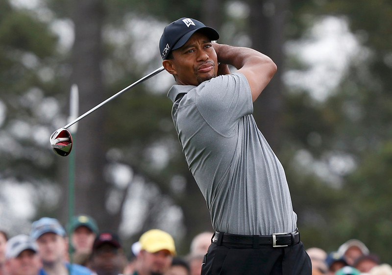 . Tiger Woods of the U.S. hits his tee shot on the first hole during first round play in the 2013 Masters golf tournament at the Augusta National Golf Club in Augusta, Georgia, April 11, 2013.   REUTERS/Mike Segar