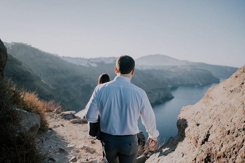 Tu-Nguyen-Destination-Wedding-Photographer-Santorini-Elopement-Alex-Diana-253a.jpg