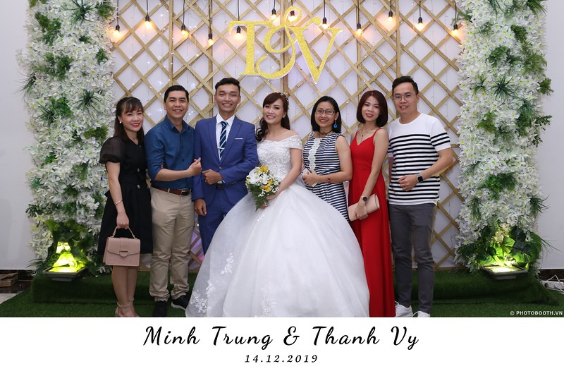 Trung-Vy-wedding-instant-print-photo-booth-Chup-anh-in-hinh-lay-lien-Tiec-cuoi-WefieBox-Photobooth-Vietnam-029.jpg