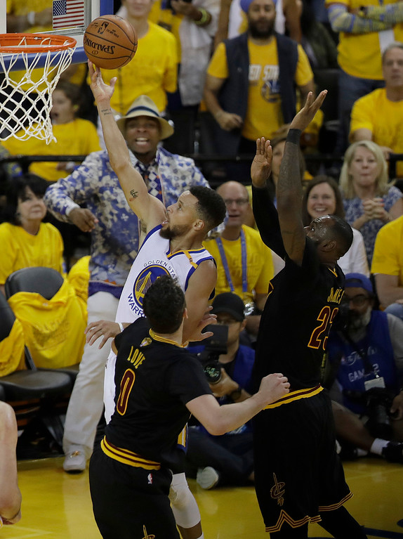 . Golden State Warriors guard Stephen Curry (30) shoots against the Cleveland Cavaliers during the second half of Game 2 of basketball\'s NBA Finals in Oakland, Calif., Sunday, June 4, 2017. (AP Photo/Marcio Jose Sanchez)