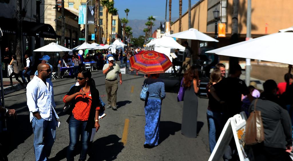 . The 8th Annual Pasadena ARTWalk along El Molino Avenue between Colorado Boulevard and Green Street in Pasadena, Calif., on Saturday, Oct. 12, 2013. The ArtWalk features over 30 participating artists, art sales, gallery walks, musical performances and other activities.   (Keith Birmingham Pasadena Star-News)