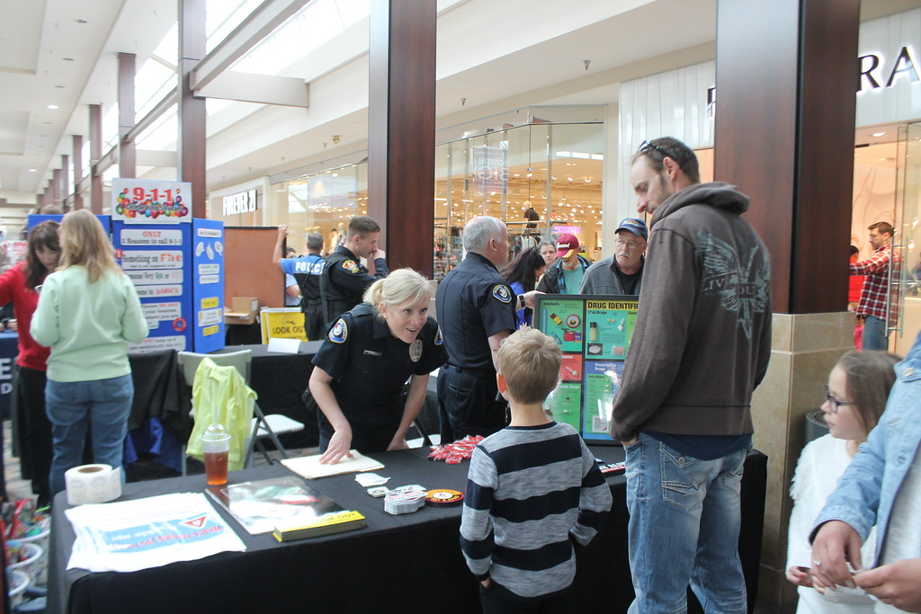 . Kristi Garabrandt � The News-Herald <br> Mentor police officer Colleen Petro speaks to kids about safety during the 36th Annual Heroes Day held at Great Lakes Mall, May 12, 2018.