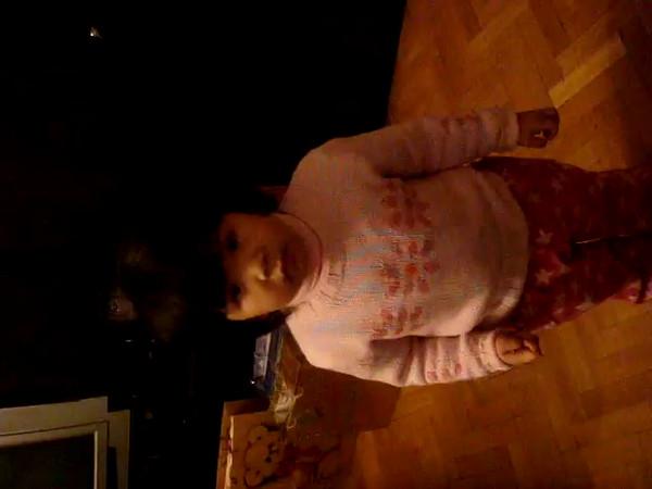 Linh Singing December 2007 005.MPG