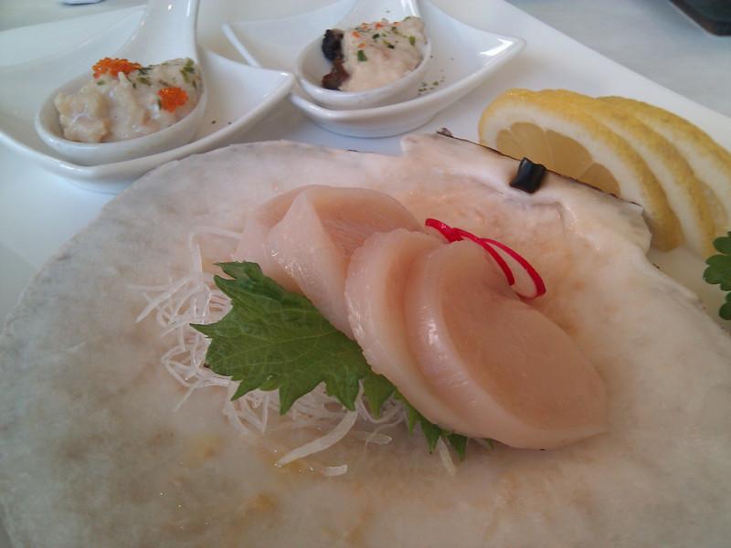 Kabuto Japanese Restaurant - Live Scallop Sashimi