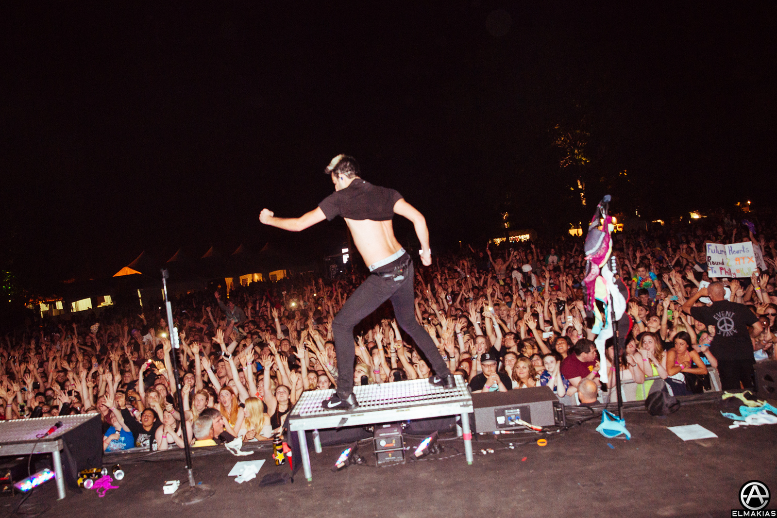 Jack of All Time Low shirt dance or lack there of on The Future Hearts Tour by Adam Elmakias