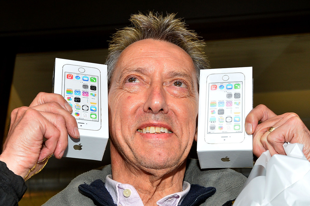. Norman Hicks from London is poses with two iPhone 5S\'s after being the first person to enter the Apple store after they went on sale in central London on September 17, 2013,   Apple\'s eagerly-awaited iPhone 5S and 5C went of sale in London at 8am. AFP PHOTO / BEN STANSALL/AFP/Getty Images
