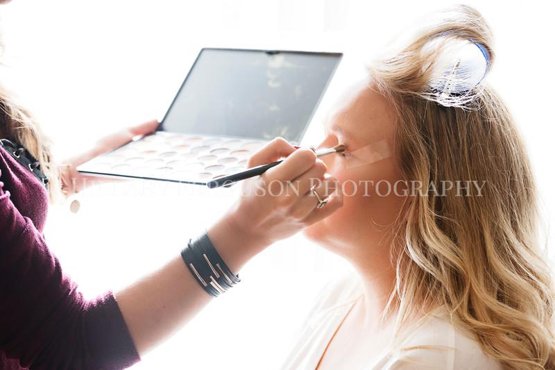 Hillary_Ferguson_Photography_Melinda+Derek_Getting_Ready096.jpg