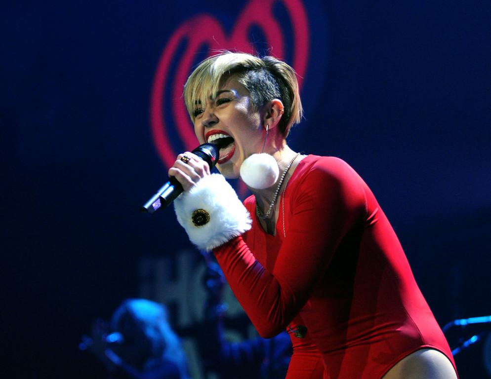 . Miley Cyrus performs at Jingle Ball. (Pioneer Press: Chris Polydoroff)
