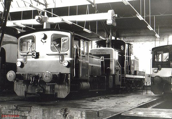 333 088 (left), 365 130, Hamm depot, 23rd February 1990.