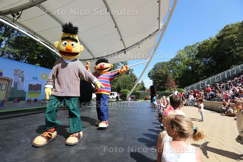 Zuiderpark Theater opent deuren met een voorstelling van Sesamstraat - DEN HAAG 8 AUGUSTUS 2015 - FOTO NICO SCHOUTEN
