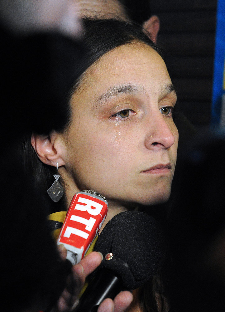 Description of . French Marion Larribe, daughter of Daniel Larribe, one of the four French hostages captured in Niger and detained since 28 months in Mali by AQIM, answers to journalists during a press conference, on January 17, 2013 in Nimes, southern France. The four French hostages were in a group of seven captured in Niger's uranium-mining town of Arlit. The