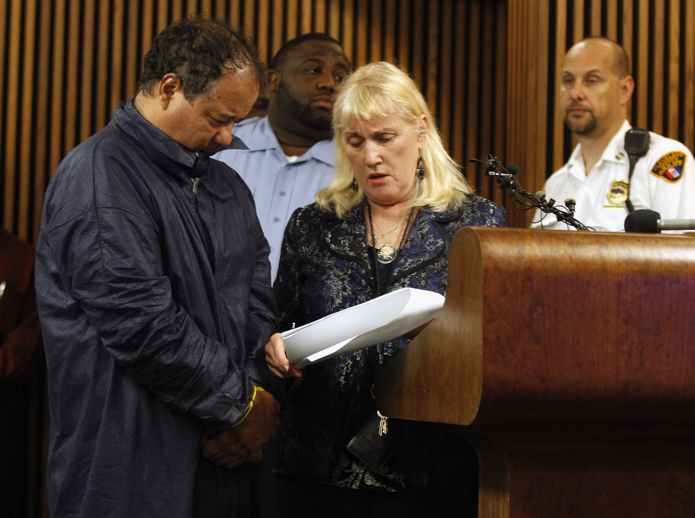 . Ariel Castro (L) talks with his public defender, Kathleen DeMetz (2nd R), during his arraignment on kidnapping and rape charges on May 9, 2013 in Cleveland, Ohio.  Castro is accused of abducting three girls, Michelle Knight, 32, Amanda Berry, 27 and Gina DeJesus, believed to be about 23 and holding them for about 10-years. (Photo by Matt Sullivan/Getty Images)