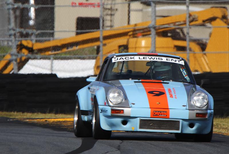 Classic24-2015_4936-#9-Porsche911.jpg