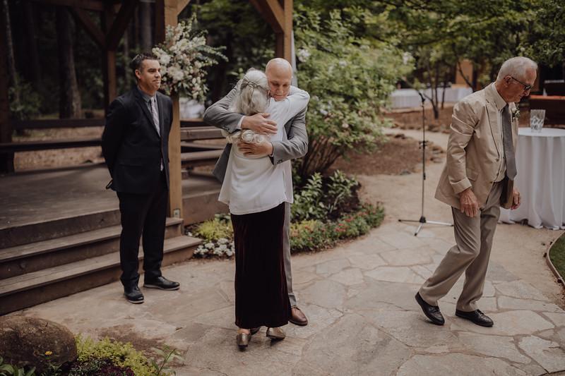 2018-05-12_ROEDER_JulieSeth_Wedding_ROEDER1_0086.jpg