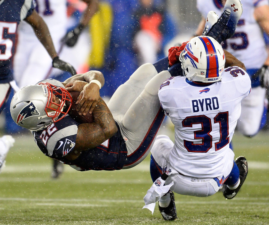 . New England Patriots running back Stevan Ridley (L) is tackled by Buffalo Bills free safety Jairus Byrd (R) during the first quarter at Gillette Stadium in Foxborough, Massachusetts, USA 29 December 2013.  EPA/CJ GUNTHER