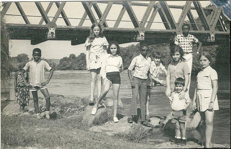 Foto na ponte Vis e amigos.jpg