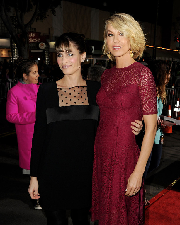 ". Actors Amanda Peet (L) and Jenna Elfman arrive at the premiere of Universal Pictures\' ""Identity Theft\"" at the Village Theatre on February 4, 2013 in Los Angeles, California.  (Photo by Kevin Winter/Getty Images)"