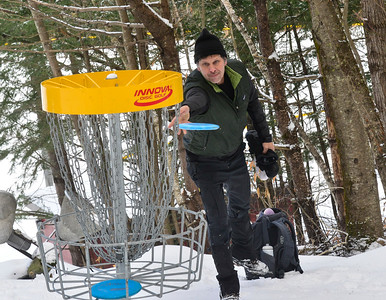 Frisbee golf in the Winter - 010220