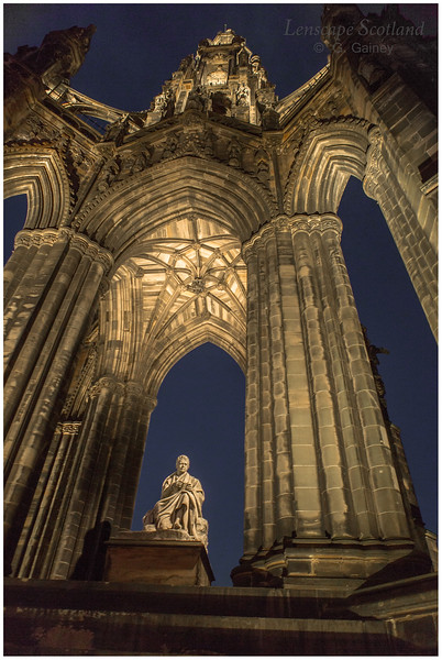 Scott Monument and Sir Walter Scott statue at night (2)