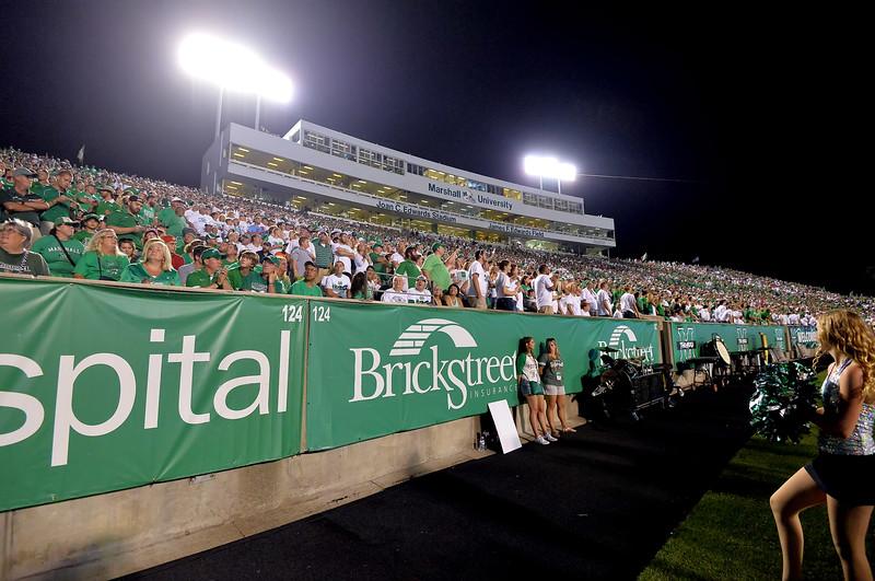 crowd5874.jpg