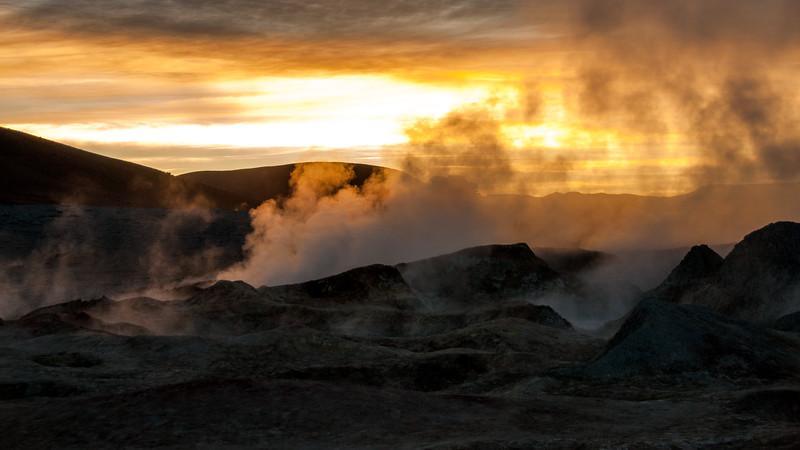 """Bolivien - Geyser """"Sol de manana"""", Vulkanaktivität"""