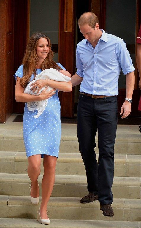 . Prince William and Catherine, Duchess of Cambridge show their new-born baby boy to the world\'s media, on the steps outside the Lindo Wing of St Mary\'s Hospital in London on July 23, 2013. The baby was born on Monday afternoon weighing eight pounds six ounces (3.8 kilograms). The baby, titled His Royal Highness, Prince (name) of Cambridge, is directly in line to inherit the throne after Charles, Queen Elizabeth II\'s eldest son and heir, and his eldest son William.   AFP PHOTO / LEON NEAL/AFP/Getty Images