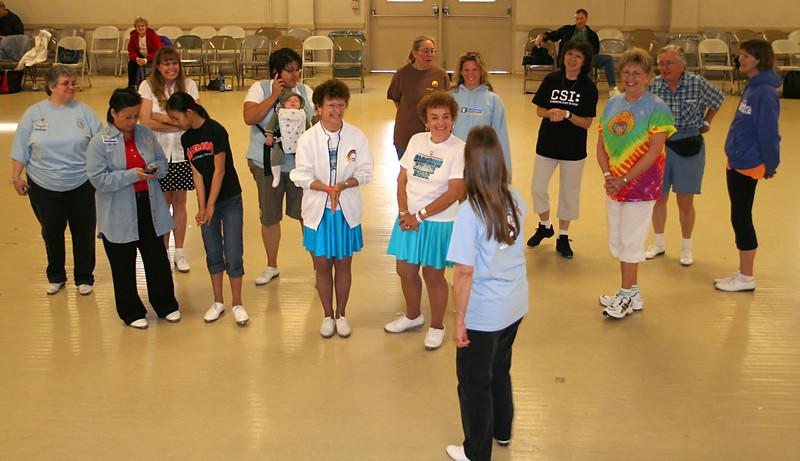 5933 Lois & Dancers.jpg