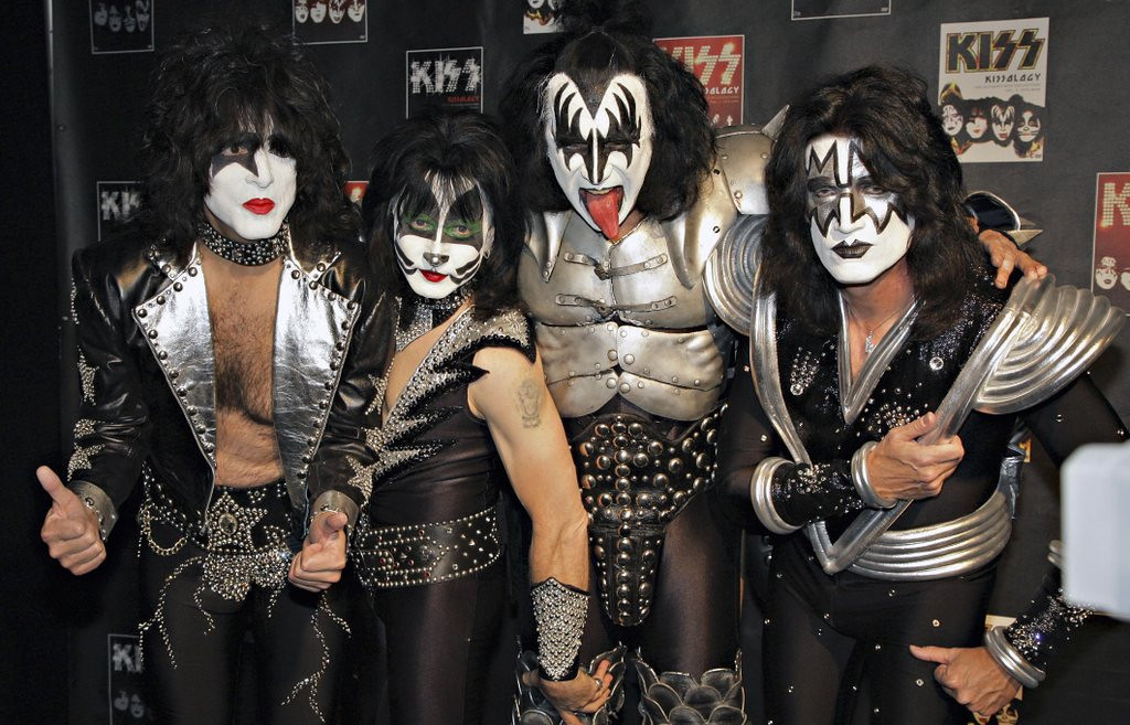 ". <p>8. KISS <p>Looks like they hated each other just as much as any other rock band. (unranked) <p><b><a href=\'http://nypost.com/2014/04/06/kiss-paul-stanley-tells-all-in-new-memoir/\' target=""_blank\""> HUH?</a></b> <p>    (AP Photo/Volker Wiciok)"