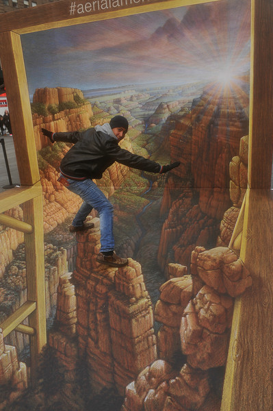 INTERACTIVE 3-D ART IN TIMES SQUARE