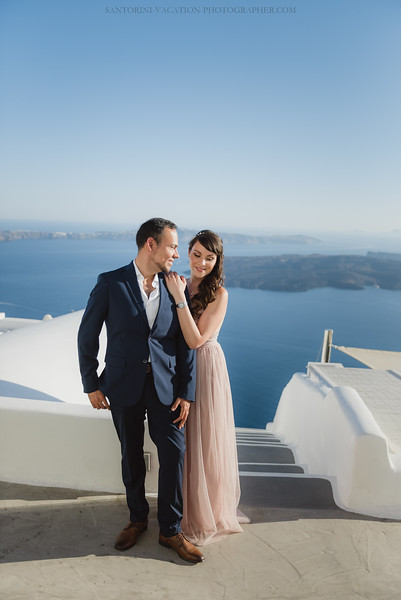 Santorini-post-wedding-photo-shoot-honeymoon-sessio-couples-session--10.jpg