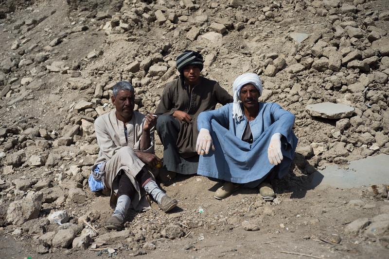 Trabajadores durante el té de la mañana. http://www.excavacionegipto.com