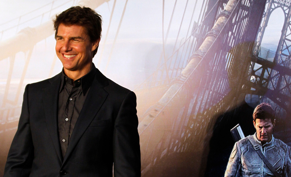". U.S. actor Tom Cruise arrives for the world premiere of his movie ""Oblivion\"" in Buenos Aires, March 26, 2013. REUTERS/Marcos Brindicci"