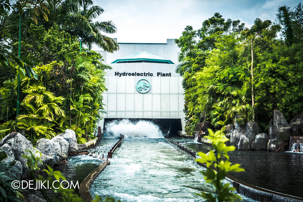 Universal Studios Singapore - Park Update May 2016 / Jurassic Park Rapids Adventure splashdown