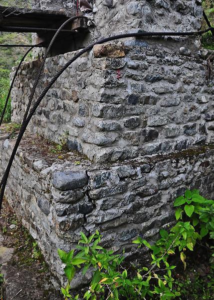 PEU_9013-Crack-Upriver corner.jpg