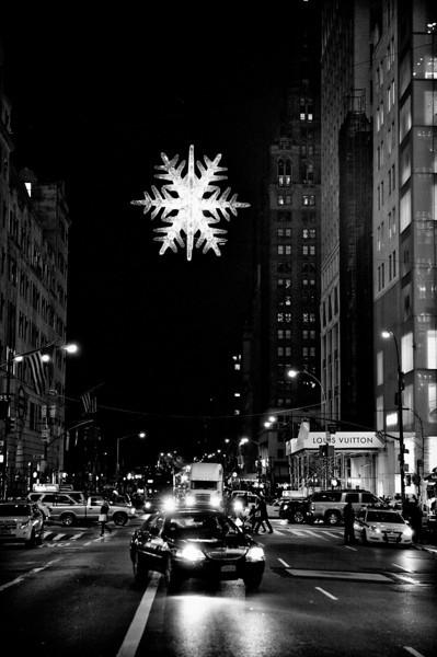 57th-star-fifth-avenue-north-black-white