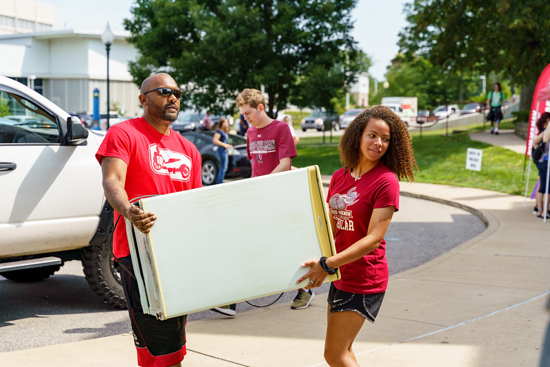 RHIT_Freshman_Move_In_Day_2019-8195.jpg