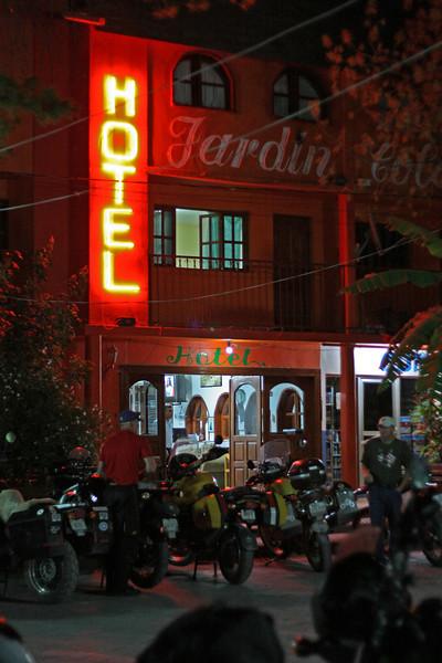 Hotel Jardin at night.