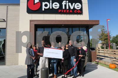 in-focus-pie-five-pizza-co-ribbon-cutting-102717