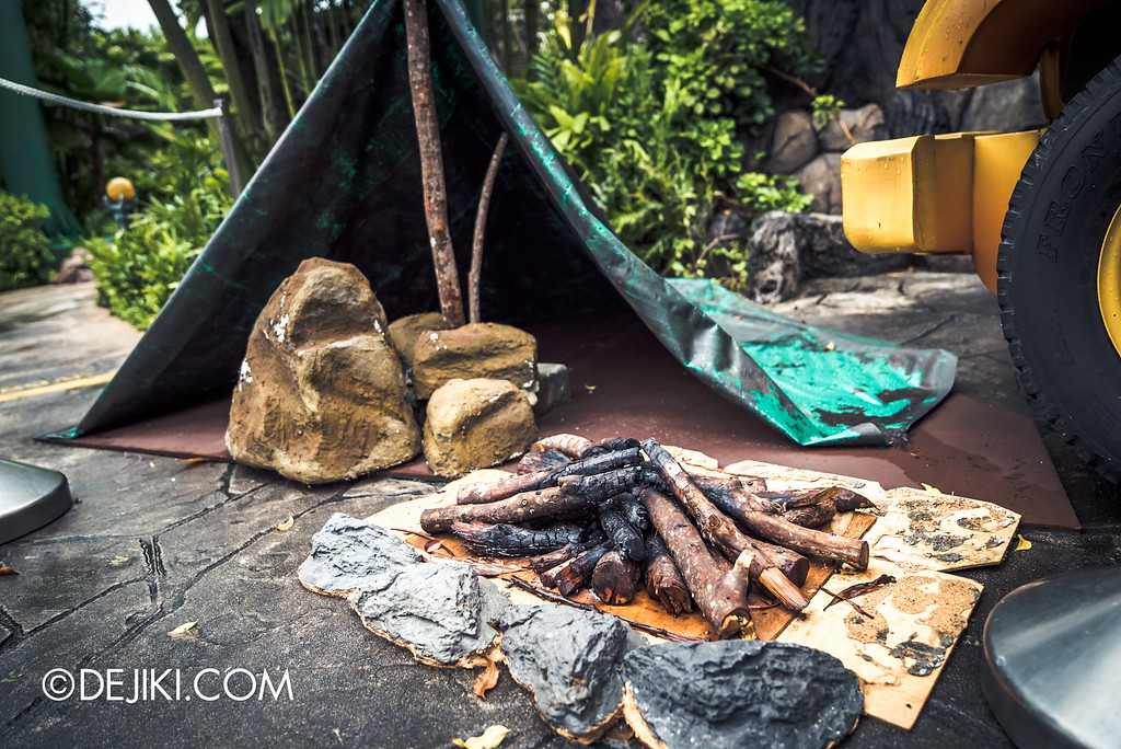 Universal Studios Singapore - Halloween Horror Nights 6 Before Dark Day Photo Report 2 - Suicide Forest campfire